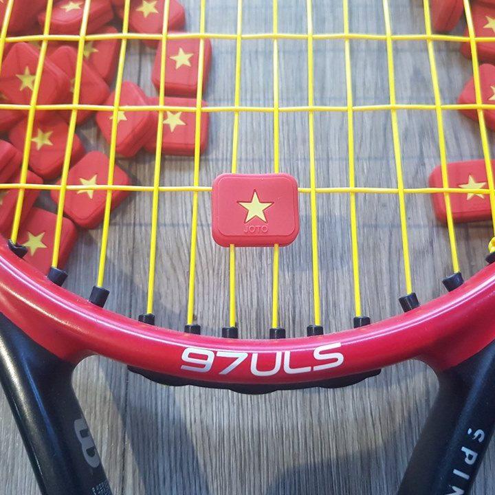 Giảm Rung Tennis Hình Lá Cờ Đỏ Sao Vàng – Joto